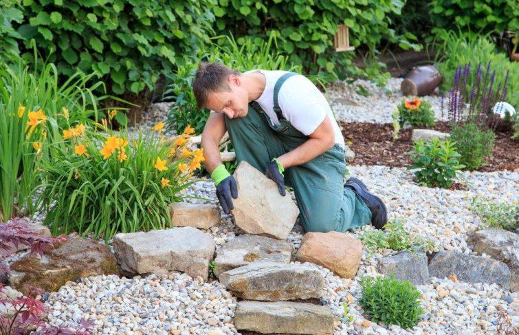Pourquoi avoir recours à un jardinier paysagiste à domicile ?