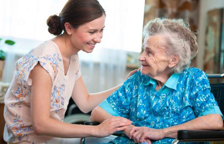 Pourquoi préférer l'aide à domicile plutôt que la maison de retraite ?