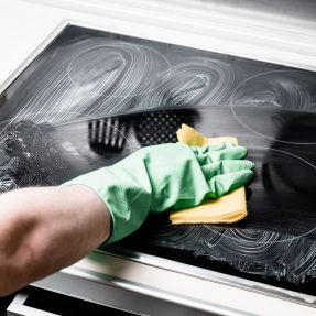 Comment nettoyer efficacement ses plaques de cuisson ?