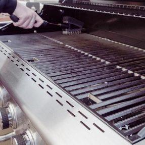 Les beaux jours arrivent : comment nettoyer son barbecue ?