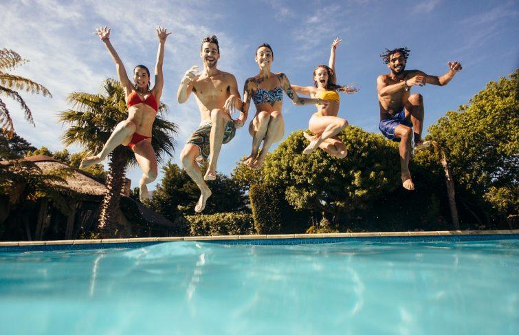 Est-il possible de traiter l'eau de sa piscine de façon naturelle ?