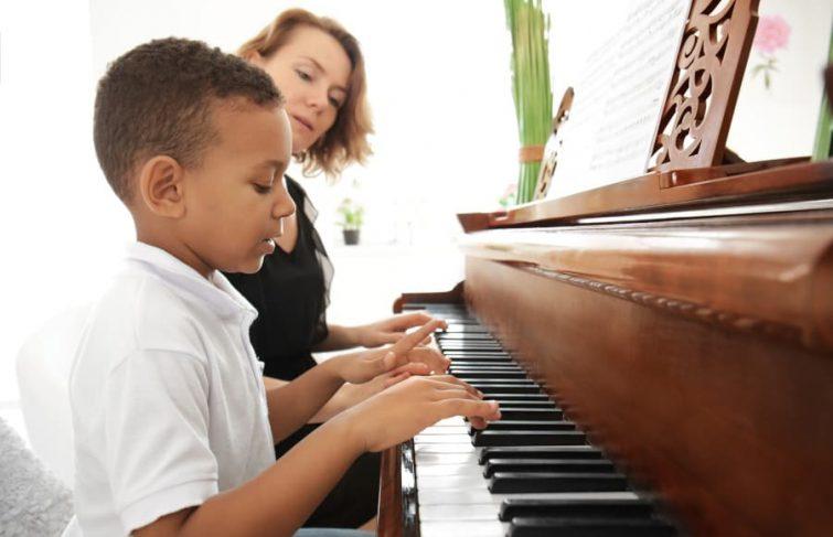 Pour apprendre à jouer un instrument de musique, pensez aux cours à domicile !