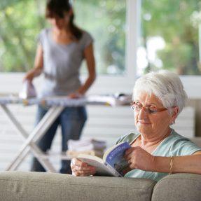 Comment choisir une aide-ménagère à domicile ?
