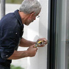 Comment remastiquer une vitre ?